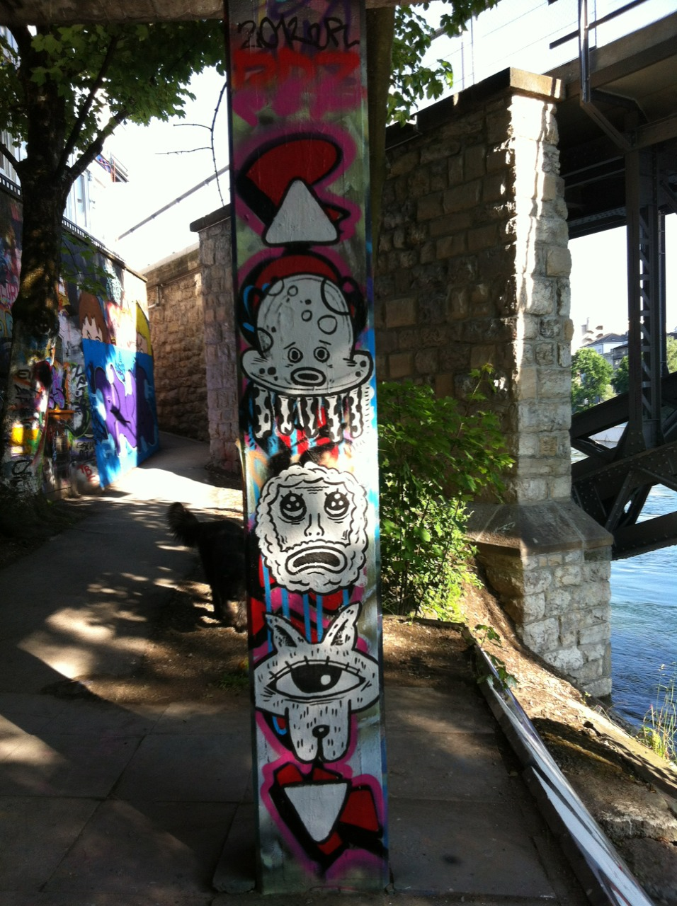 Gefällt mir gut. Streetart in Zürich. Wenn ich raten müsste in der Nähe Wipkingen. trytoexplainyourself