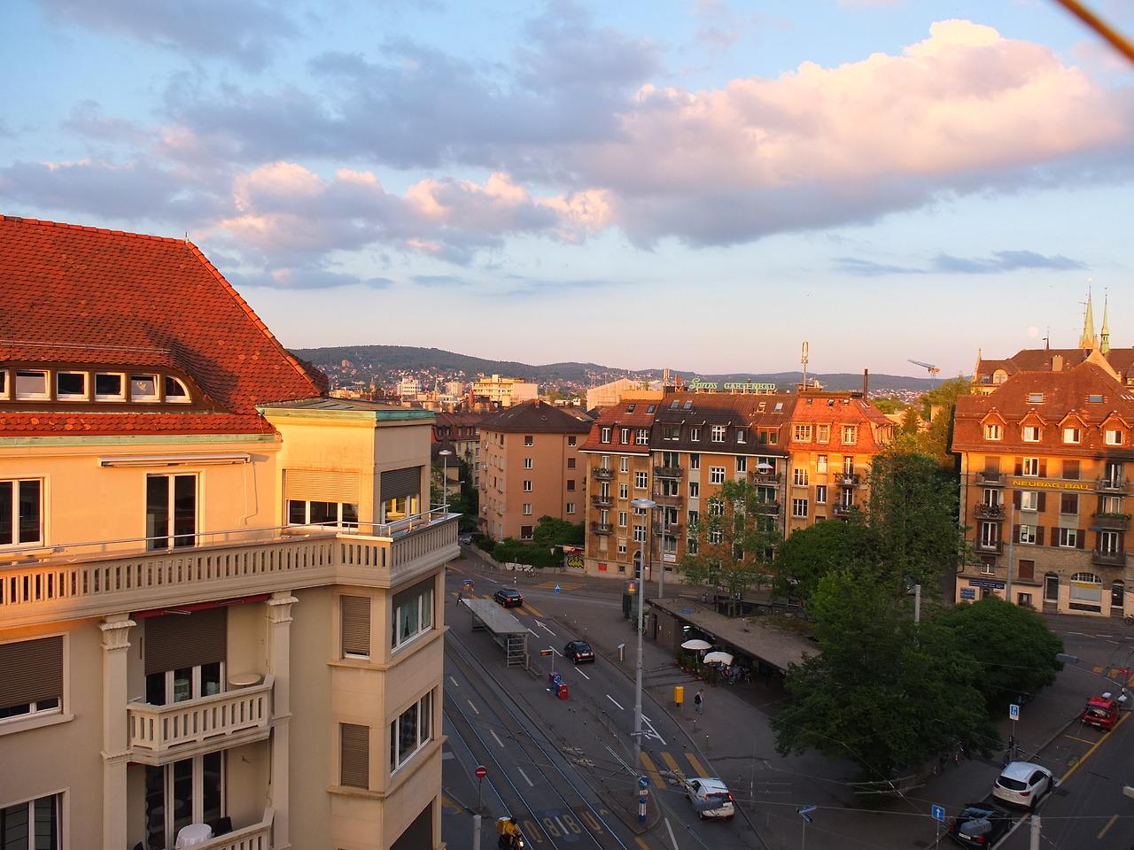 swissifiedhat eine wunderbare Aufnahme des Goldbrunnenplatz gemacht. Nicht weit davon ist der allseits beliebte Schwarz / Weiss Fotoautomat.