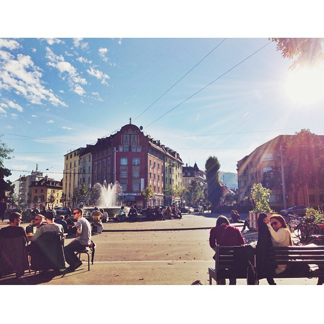 ellegantc liebt unsere Zürich wie es scheint genau so sehr wie wir es tun. Gefällt mir sehr gut die Aufnahme. Danke dafür. Schöne Woche liebe Zürcher.