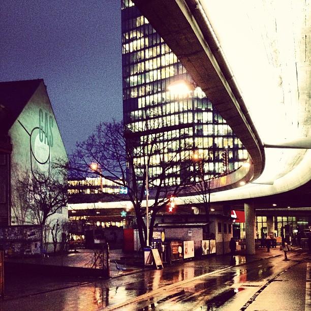 Unsere wunderbar beleuchtete Hardbrücke, Eingang zum Bogen 33, das Helsinki und der Prime Tower. Alle haben Platz auf eine einzigen Bild. ICh liebe unsere Stadt! Bild von newzurich