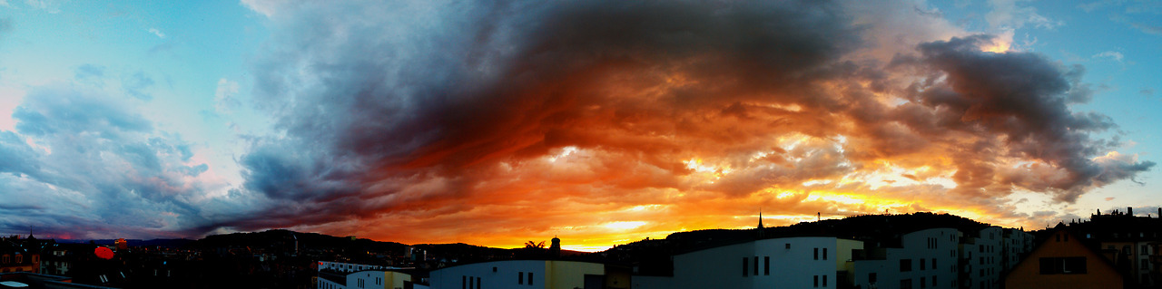 Abendrot Panorama über Zürich.  hansgutphotographer , du machst erstklassige Bilder. Hier ein Lob von mir! Danke für die wunderbaren Bilder.