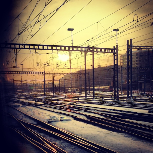 kidthatrockshat gemerkt das industrielles, kaltes, Eisen seine schönen Seiten haben kann. Nähe Hardbrücke. Sbb geleise. Zürich sunrise…