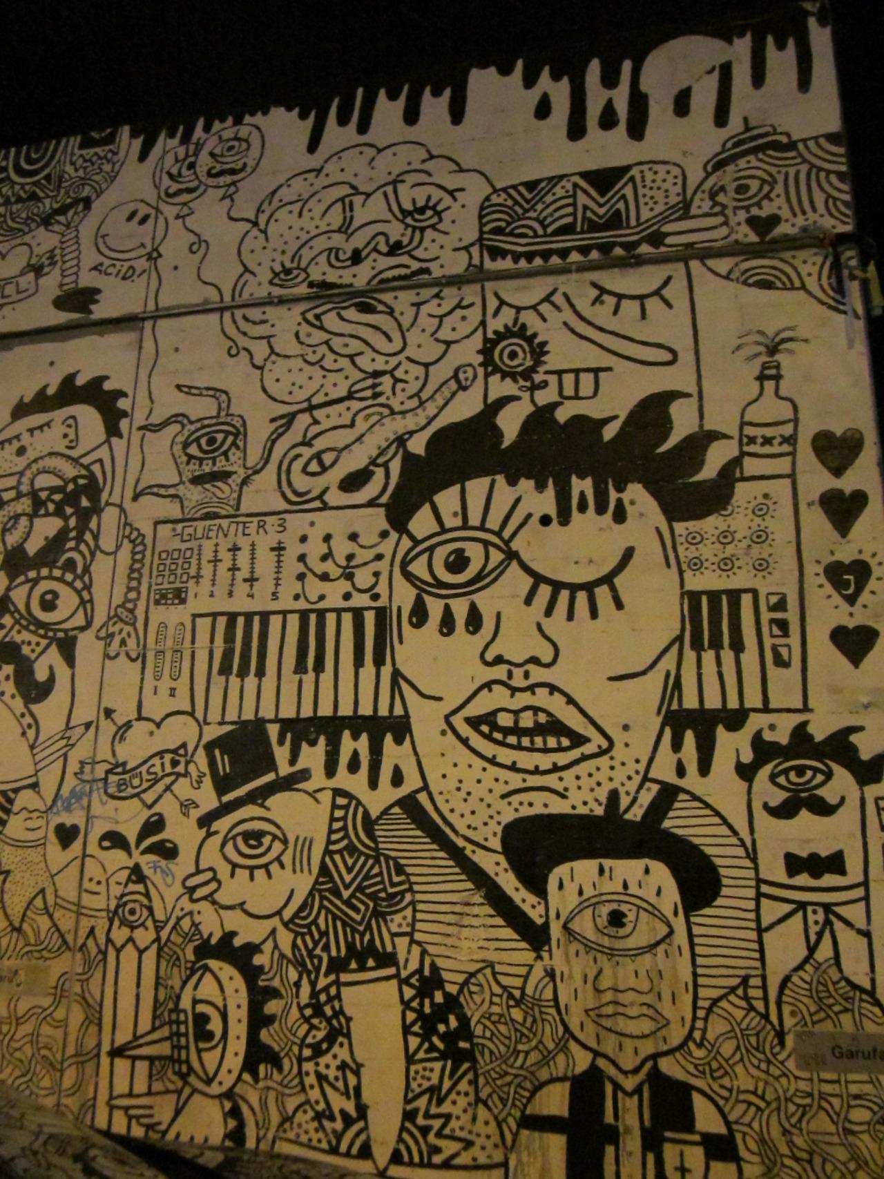 Graffiti aus Zürich, gefunden auf dem Blog von arinacretu .  Falls jemand weiss wo das ist, soll er's mir doch mitteilen bitte!  Over and out. - Allaboutzurich   Update:   Ich habe eine Antwort zu meiner Frage erhalten von arinacretu , danke dazu!:      behind the Schiffbau club, around Schiffbaustrasse 4 – 6 :)