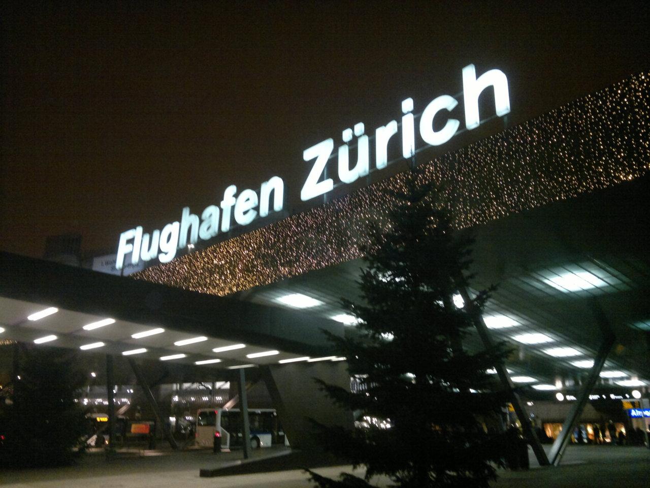 Flughafen Zürich weihnachtlich geschmückt