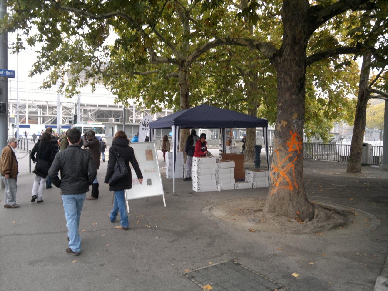 WWF und Ikea verschenken Glühbirnen, zu finden in der ganzen Stadt Zürich…