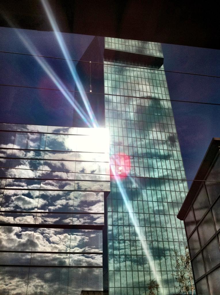 Der Prime Tower als Spiegel unserer Umwelt, ein neuer Betrachtungspunkt. Aufgenommen von elaynm - Danke. Geniesst Euren Tag lieber Zürcher.   Euer Allaboutzurich