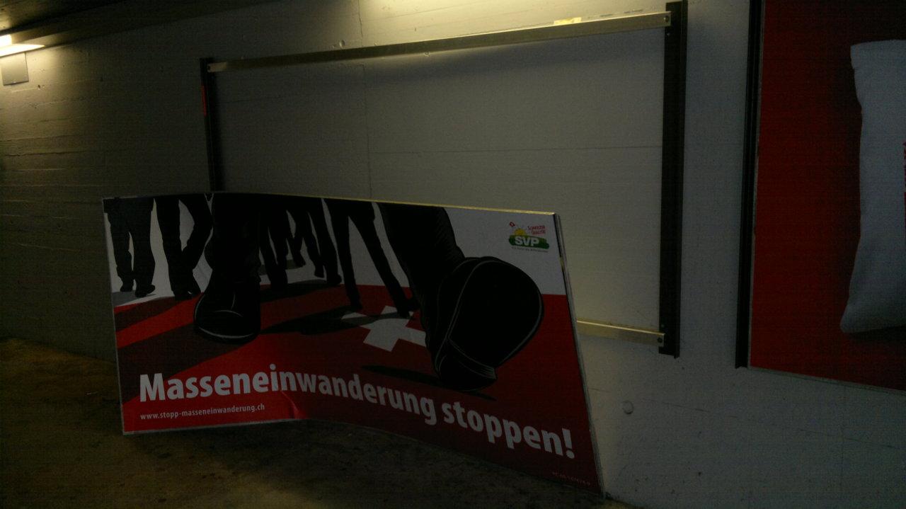 Etwas geschieht in unserer Gesellschaft…   (Bild: Bahnhof Glattbrugg)