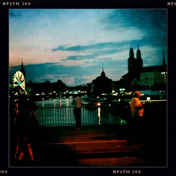 (via yeahallarehappy) Wunderschönes Bild von Zürich, welches ich auf einem Blog eines Kollegen von mir gefunden habe. YAAH!