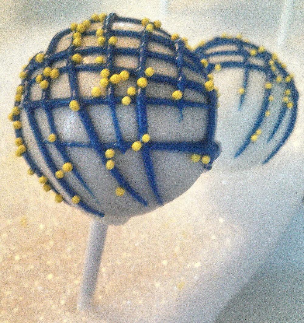 Cross hatch Drizzle Cake Pop.jpg