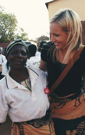 Lizzie Randazzo spending time with the Market Colors craftsmen in Malawi, Africa.