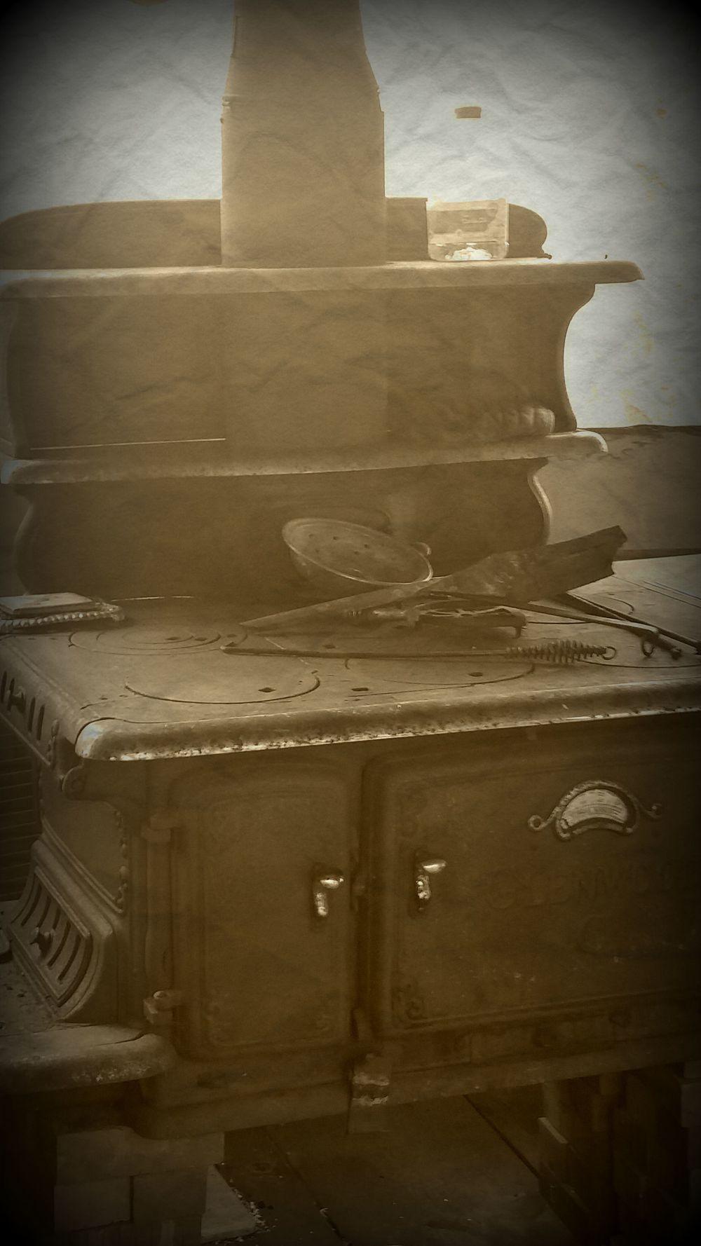 old stove pic.jpg