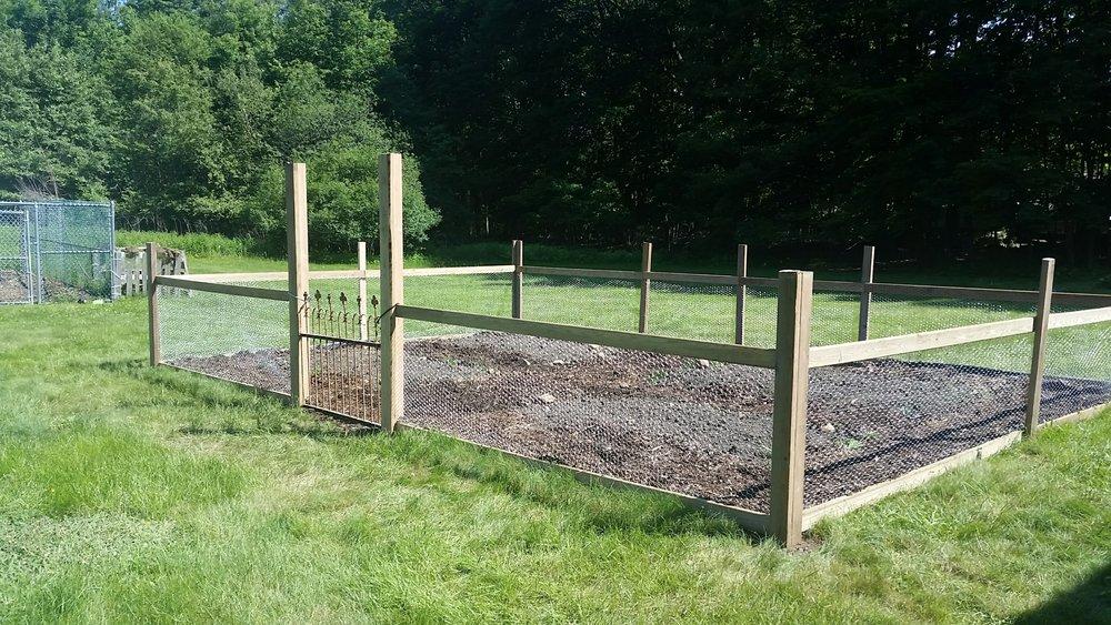 xmas garden fence done.jpg