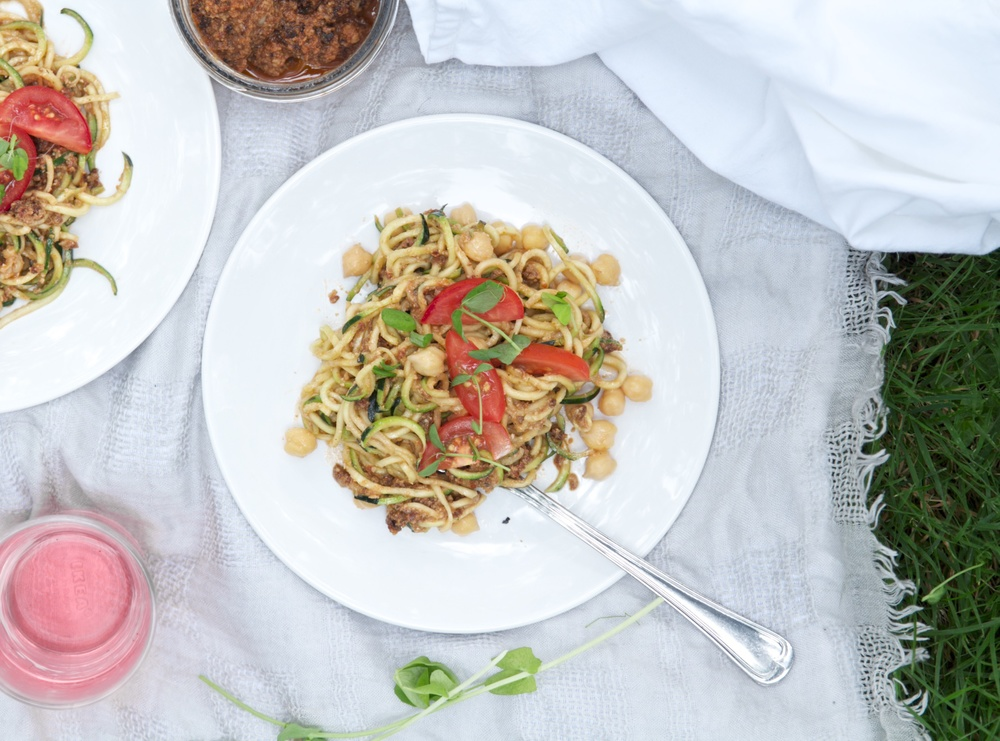 zucchini noodles sundried tomato pesto