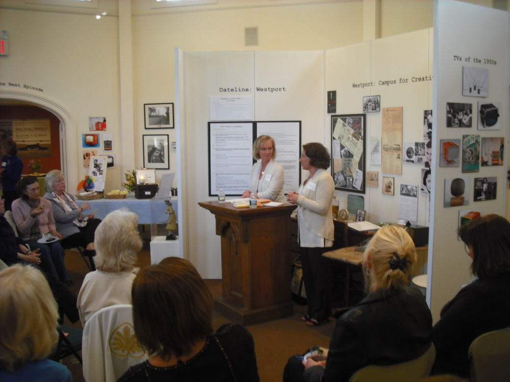 WIKTBT.4.25.12.Speaking to Group.JPG