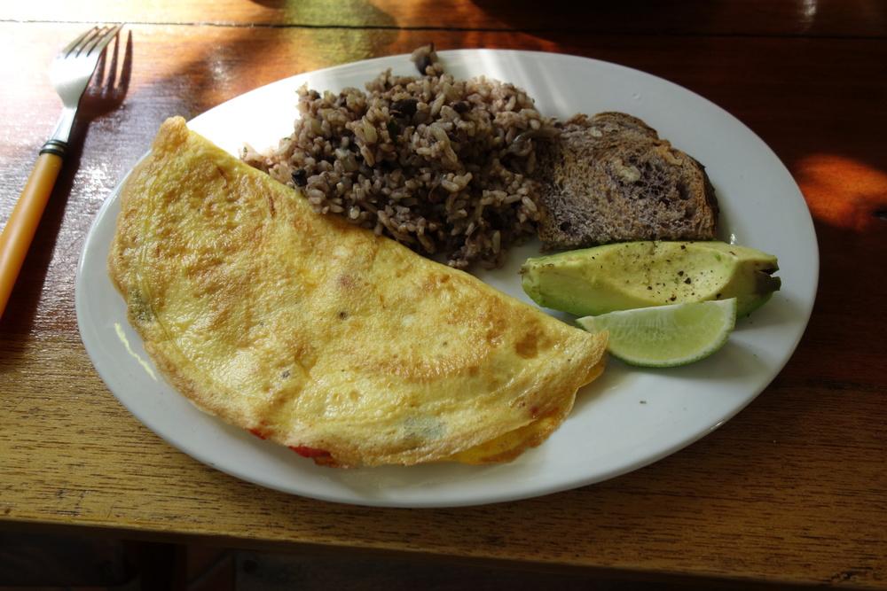 oscar's omelet.JPG