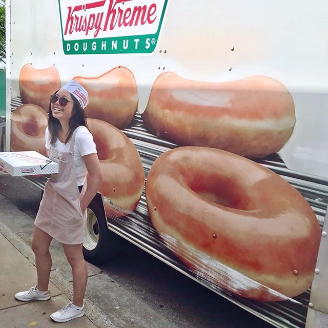 #krispykremes #donutdreams 🍩 . . . . #donutlover #tuesdaymotivation #krispykremedoughnuts #selfie #richmond #virginia #roadtrip #foodtruck #delivery #donuts #itsthelittlethings #roadsideamerica #krispykreme #donutworrybehappy #lookatmyhat