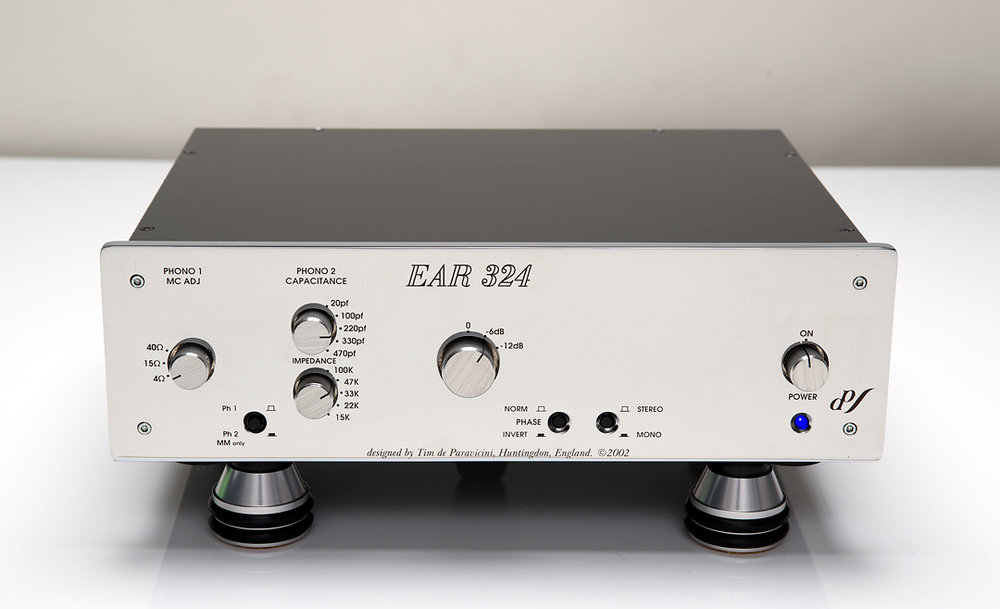 EAR-324-Phono-Preamp-w-Redpoint-Blakhole-Isolation-Feet.jpg