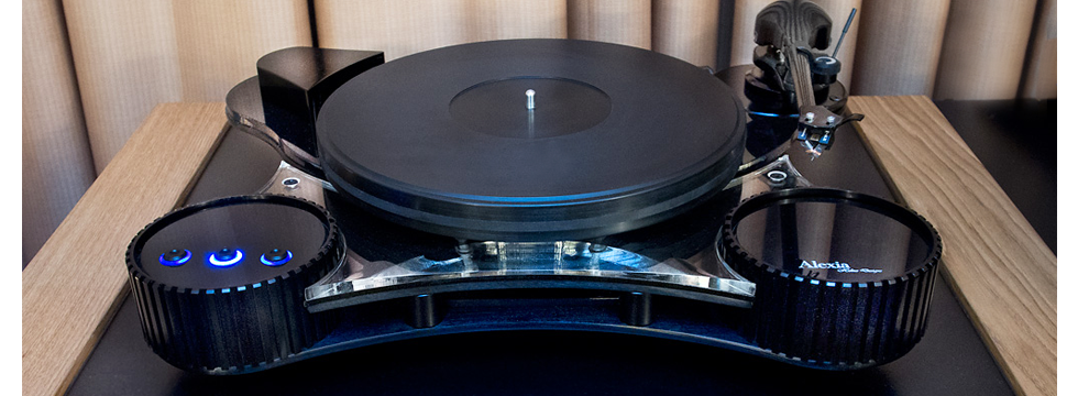 EAR-USA_HELIUS-ALEXIA-TURNTABLE-Homepage-Gallery_980x360px.png