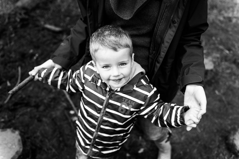 Documentary Family Photography at Clent Hills, Worcestershire Family Lifestyle Photography Woods Outdoors Trees Flying Kite - Jenny Harper-2.jpg