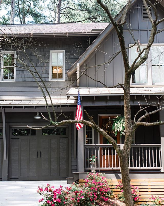 Those lovely colors . . . #westmidtown #modernfarmhouse #westside #atl #atlanta #upperwestside #homedecor #homedesign #america #underwoodhills #jwhallbuild #homebuilding #builder #house #farmhouse