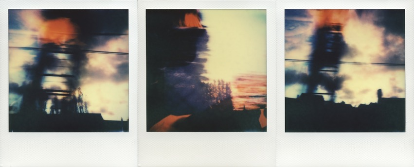 - ORANGE SKYOriginal color Polaroid triptyc in frame (52x25 cm) with protective glass.380 €