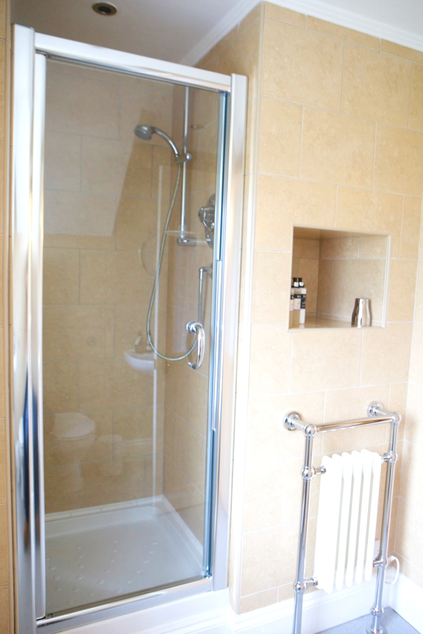 Room 6 shower.jpg