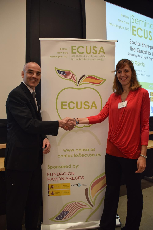 Ricardo García (izquierda) junto a la presidenta de ECUSA-Boston Cristina Vázquez Mateo (derecha).