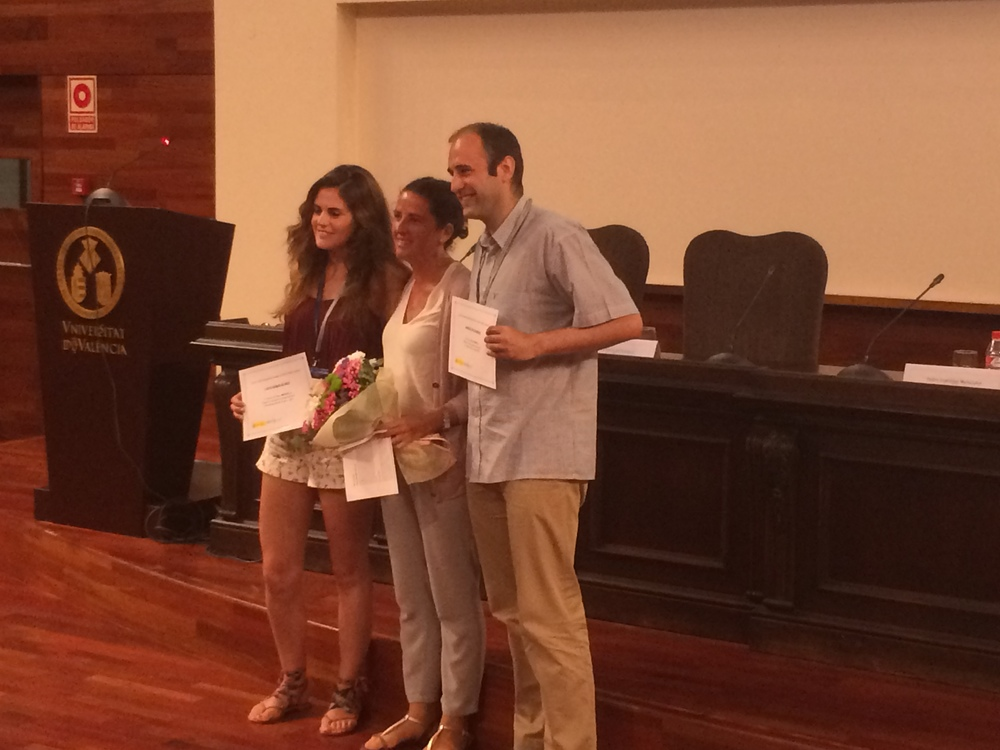 De izquierda a derecha: Lucía Ramos, ganadora del premio al mejor  mentee ,D. Ana Elorza,representante internacional de FECYT yD. Joaquín López, ganador del premio al mejor mentor.