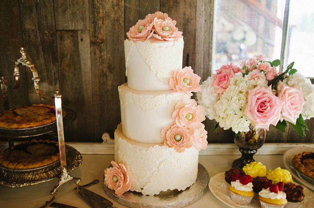 Cake table flowers - Studio 3 floral design - Olsen Mansion
