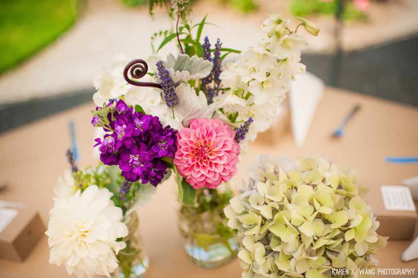 Simple fun centerpieces seattle wedding - Studio 3 floral design