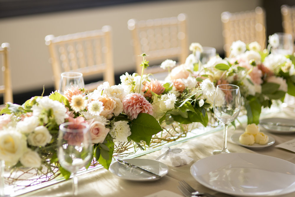 A lush and gorgeous head table