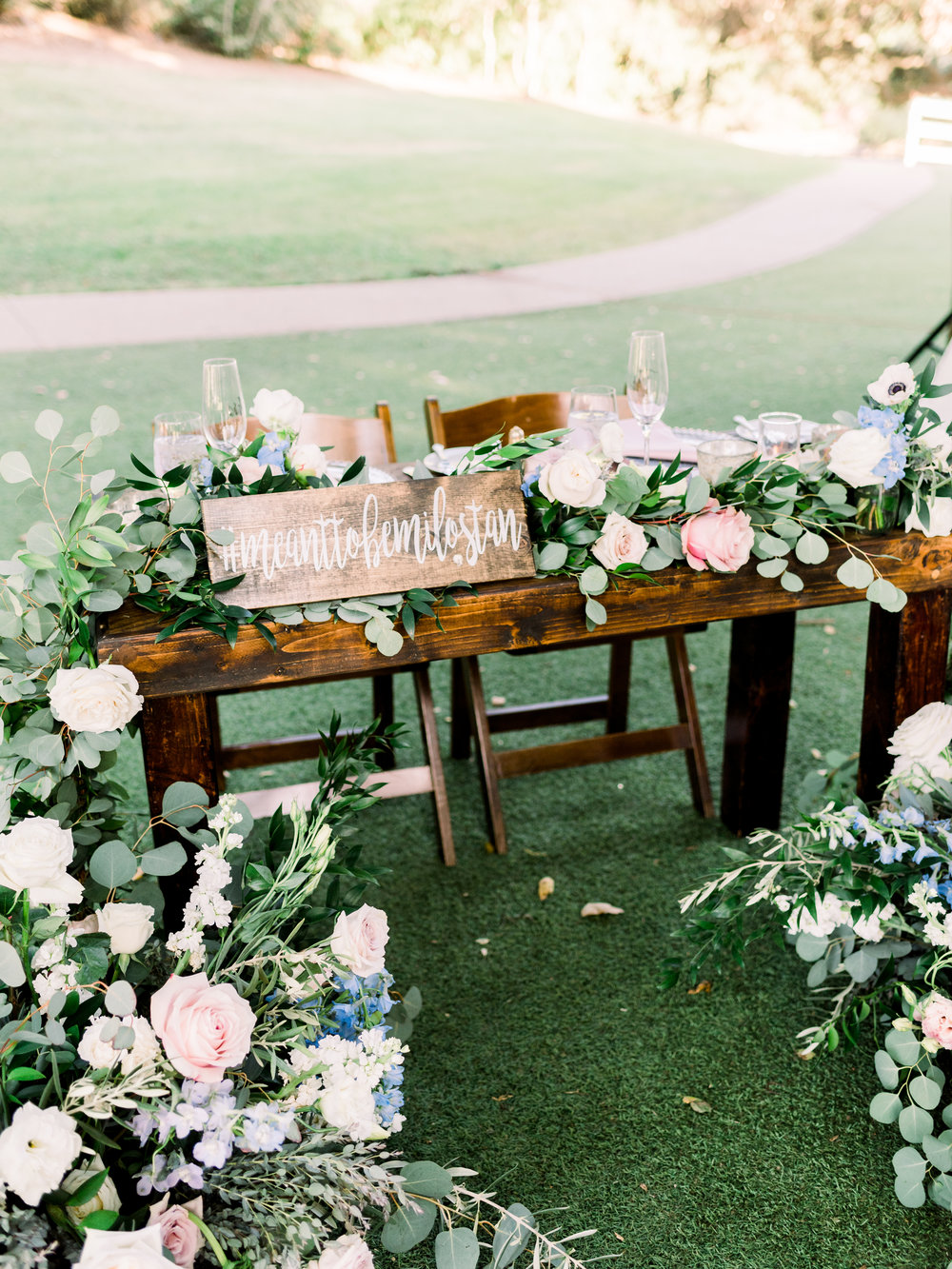 bride-and-groom-head-wedding-table.jpg