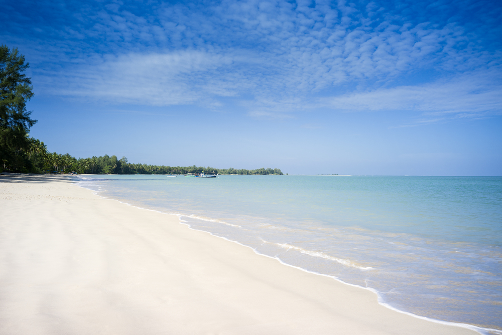 Romance_Sarojin-Beach_at_Sarojin_Khaolak_Thailand_hr.jpg
