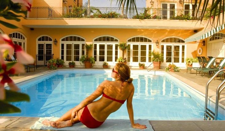 hotel-monteleone-new-orleans--rooftop-pool.jpg