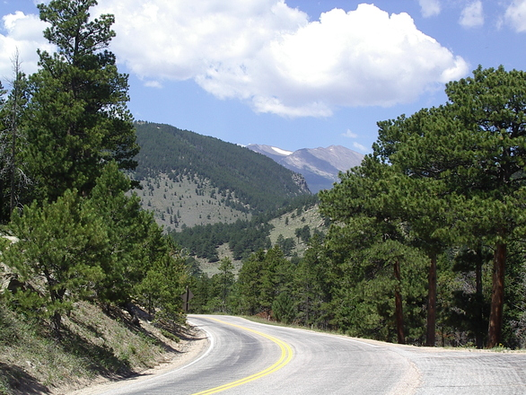 rocky-mountain-national-park-roads-1390958.jpg