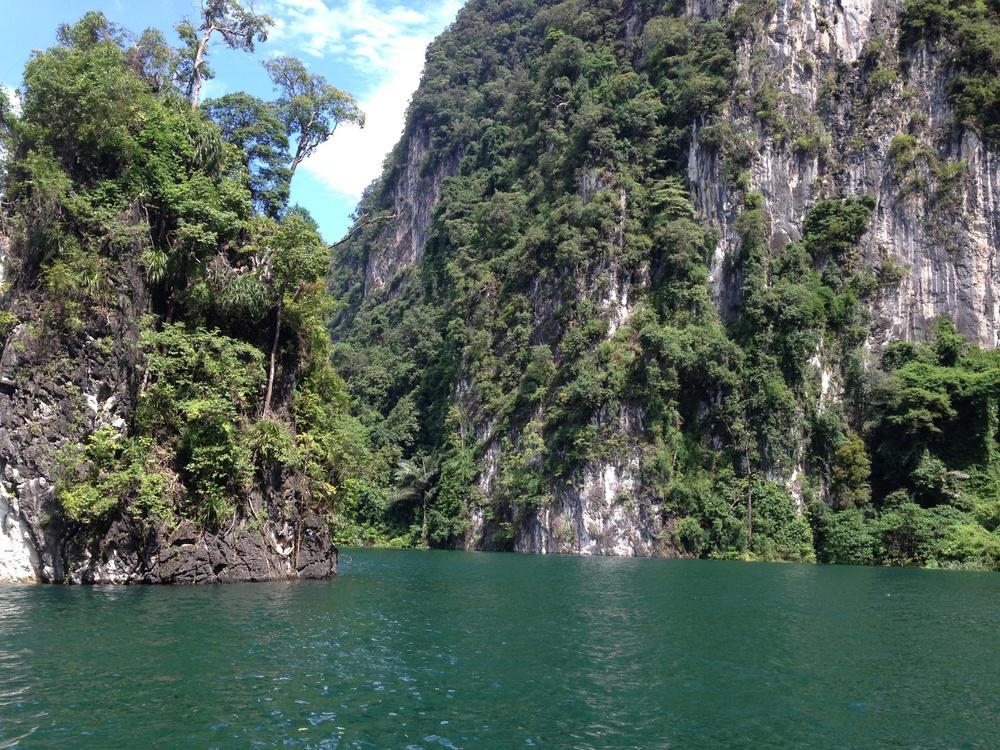 Cheow Larn Lake - Jungle Safari