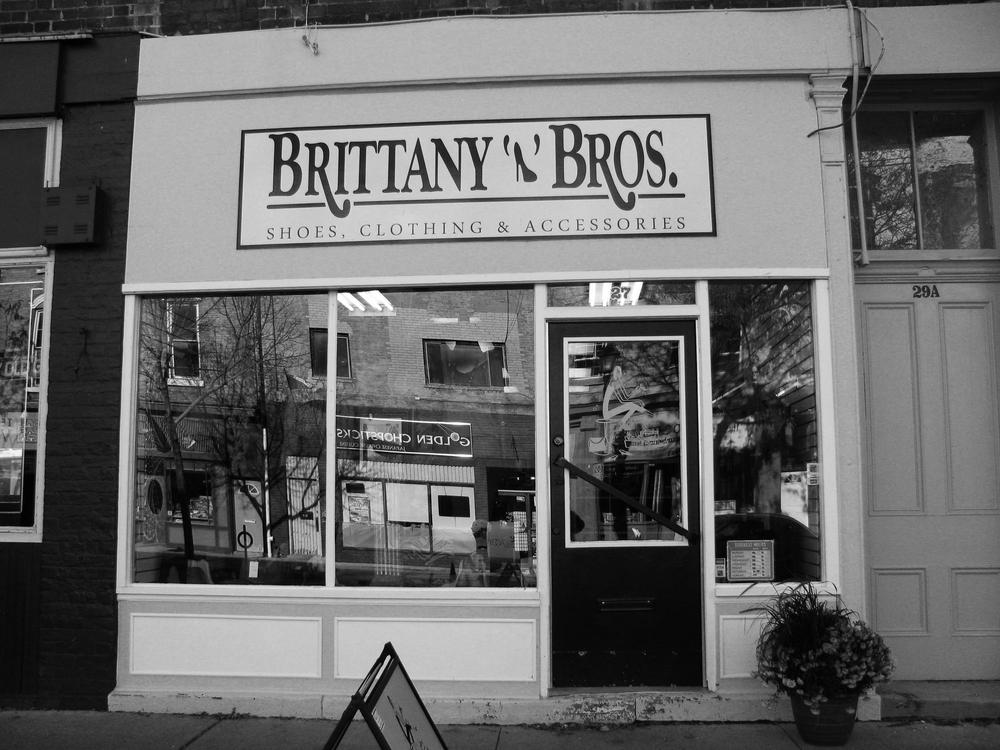 2013-10 Brittany'n'Bros. Cobourg 001.jpg