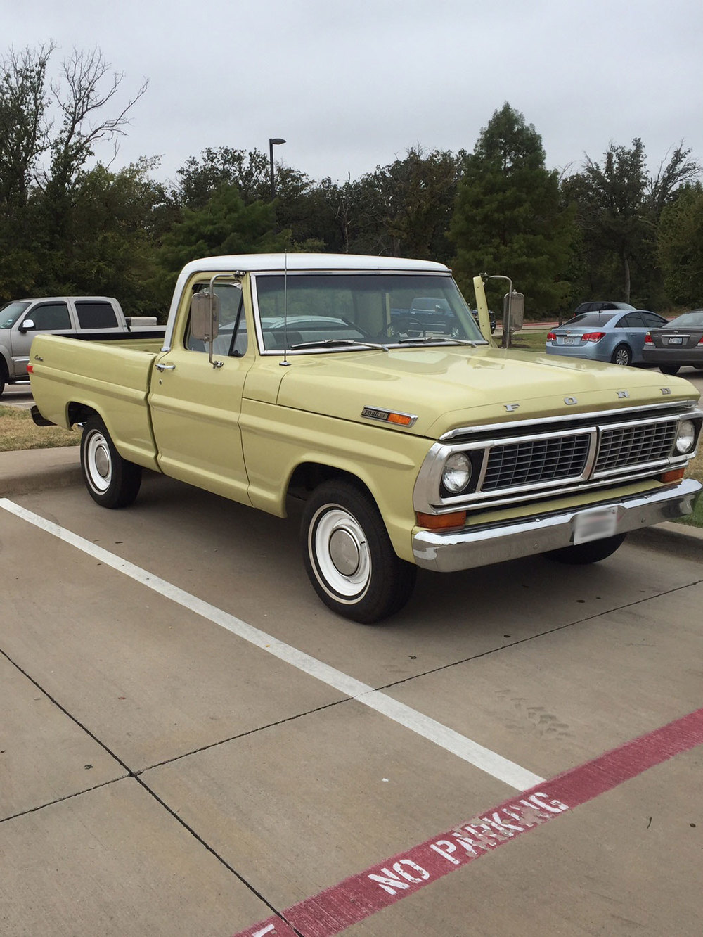 1970-Ford-F100-front.jpg