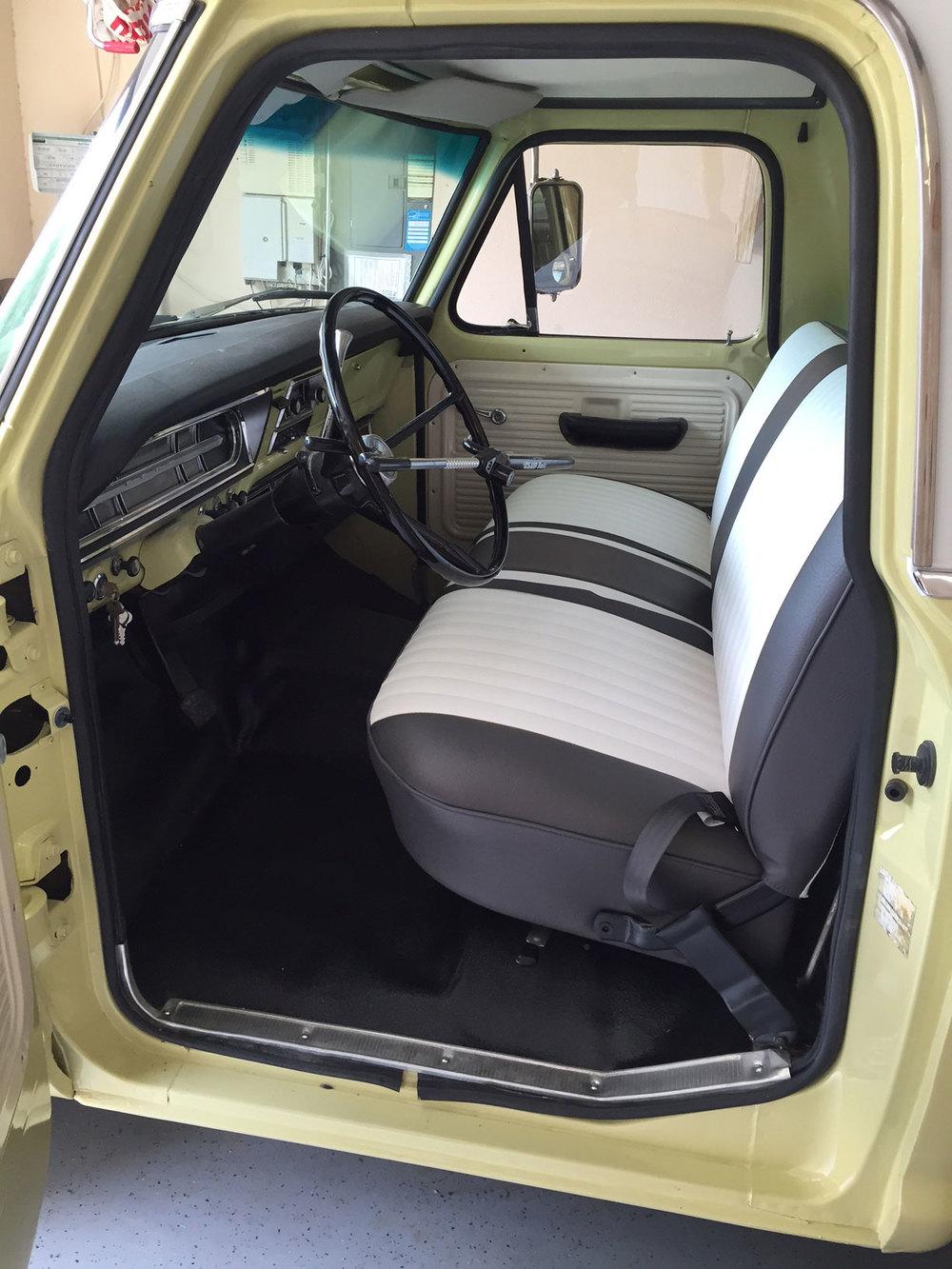 1970-Ford-F100-interior.jpg