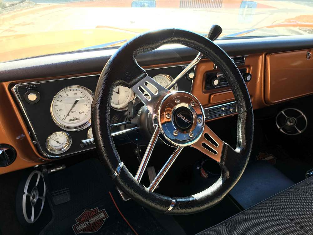 1968-Chevrolet-C10-Dash-&-Steering-Wheel2.jpg
