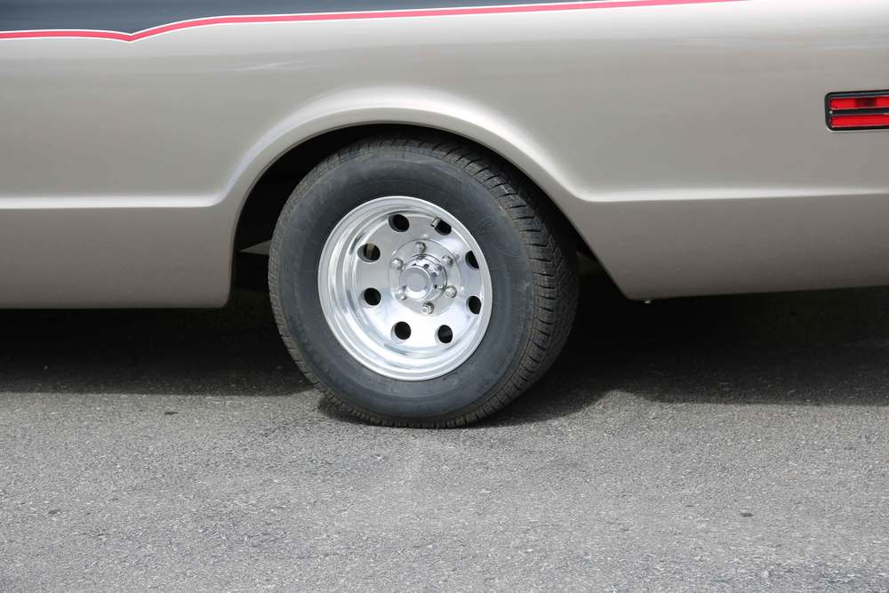 1968-Chevrolet-C10-rear-wheel.jpg