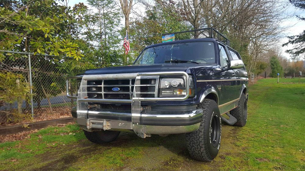 1994 Ford Bronco front.jpg