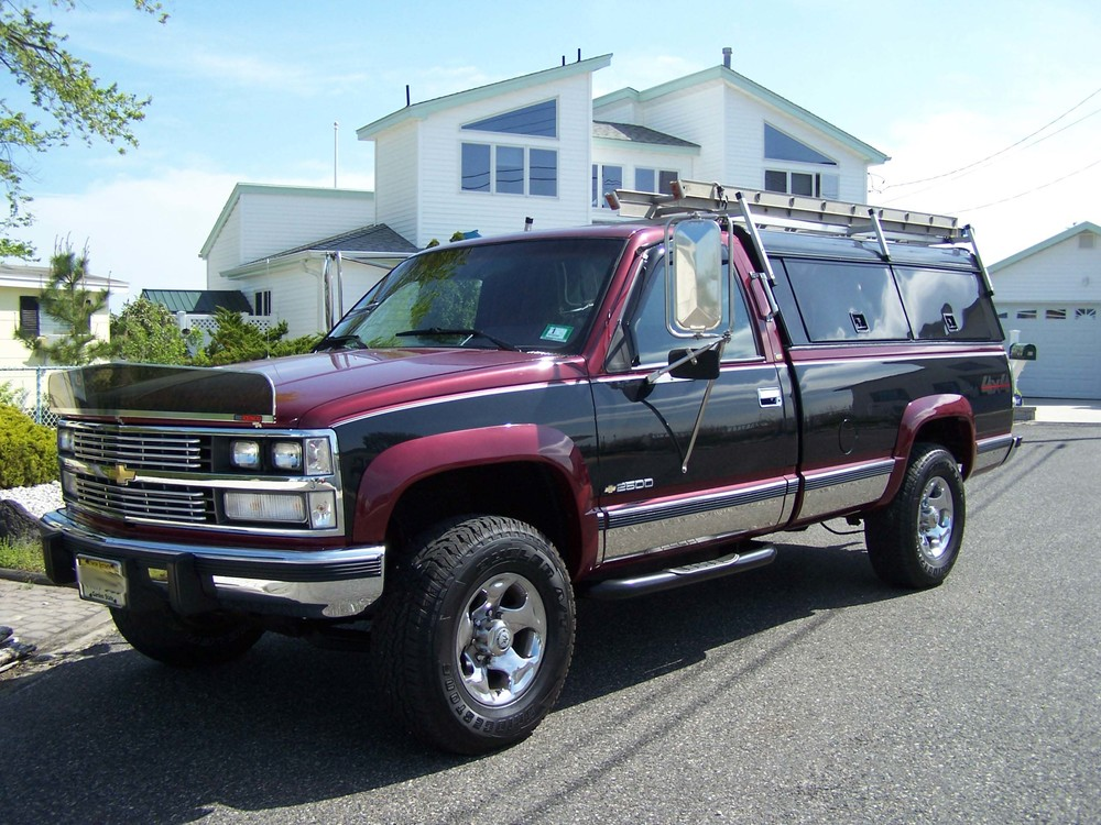 1989 Chevy CK2500 front.jpg