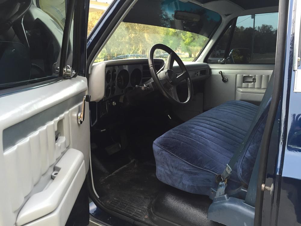 1987 Chevy V10 interior.jpg