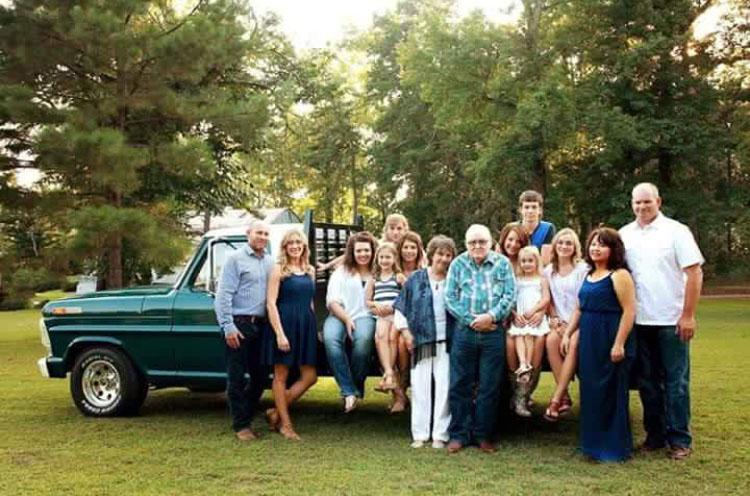 1968 Ford F100 family.jpg