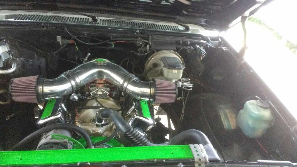 1985 Chevy Scottsdale engine.jpg