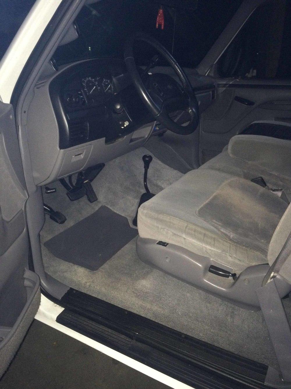 1996 Ford F250 interior 1.jpg