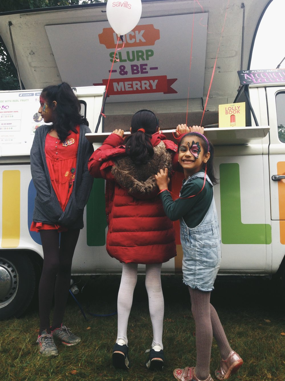 These three lovely sisters hung out around our lollimobile Kenny all day! So much fun :)
