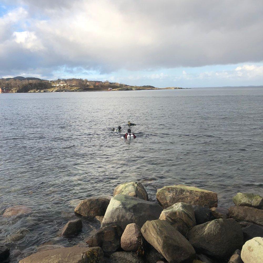 Dykkere klare til aksjon.jpg