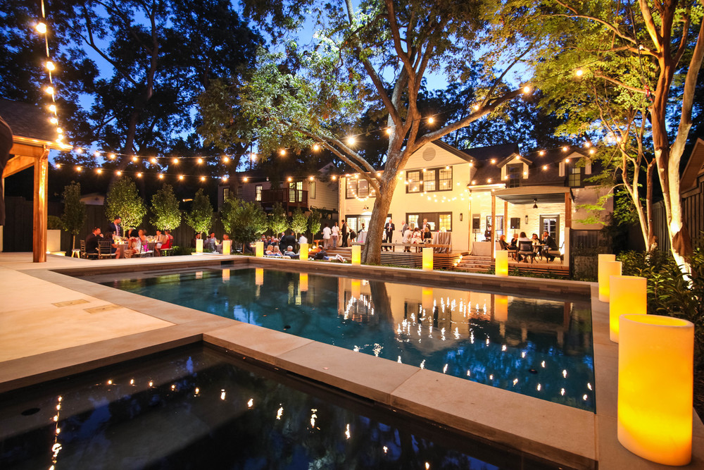 A beautiful backyard Dallas Wedding    Image belongs to Rachel M. Heimerman.